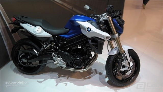 bmw-brings-2015-f800r-to-eicma-2014-with-new-headlight-arrangement-live-photos_6