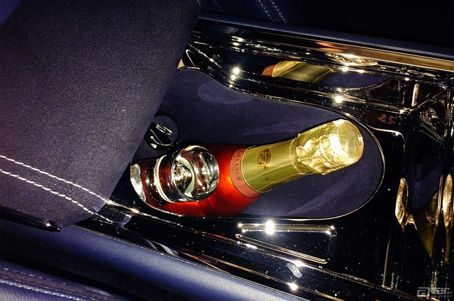 lincoln-continental-concept-live-reveal-champagne-chiller