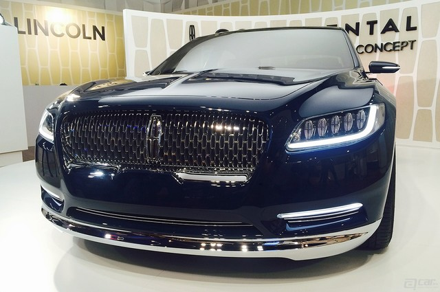 lincoln-continental-concept-live-reveal-grille