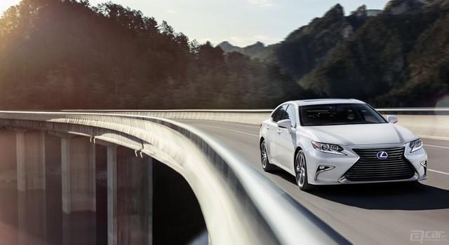 Lexus-ES-hybrid-assertive-handling-keyfeatures-1204x677-LEX-ESH-MY16-0020