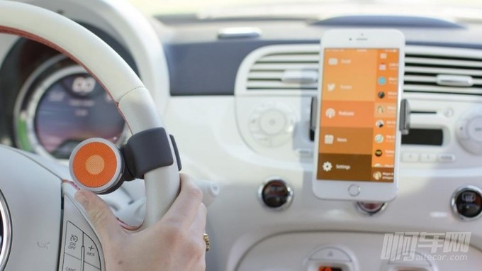 Fingertips__O6-on-Steering-Wheel-Controlling-Phone__rzd-777x437