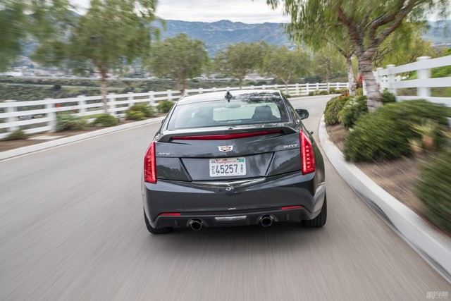 2017-Cadillac-ATS-20T-rear-end-in-motion