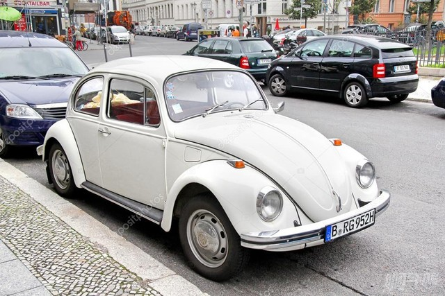 depositphotos_49031479-stock-photo-volkswagen-beetle