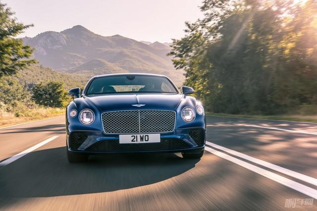 2018-Bentley-Continental-GT-35