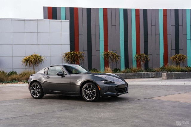 2017-Mazda-MX-5-Miata-RF-front-three-quarter-05