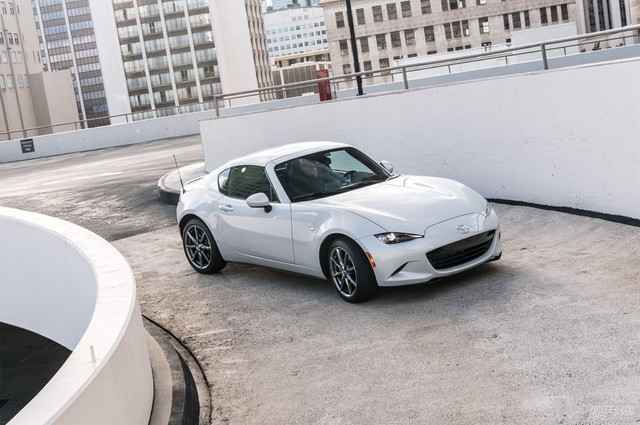 2017-Mazda-MX-5-Miata-RF-front-three-quarter-static