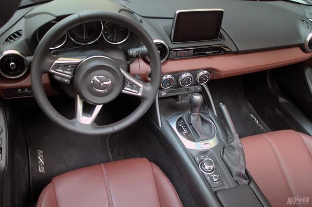 2017-Mazda-MX-5-Miata-RF-interior-above-driver-seat