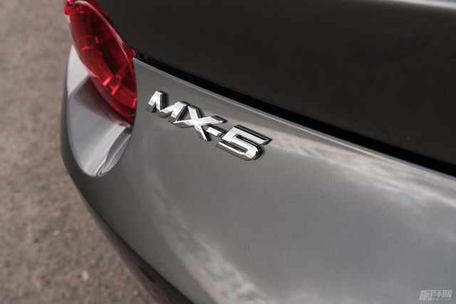 2017-Mazda-MX-5-Miata-RF-rear-badge