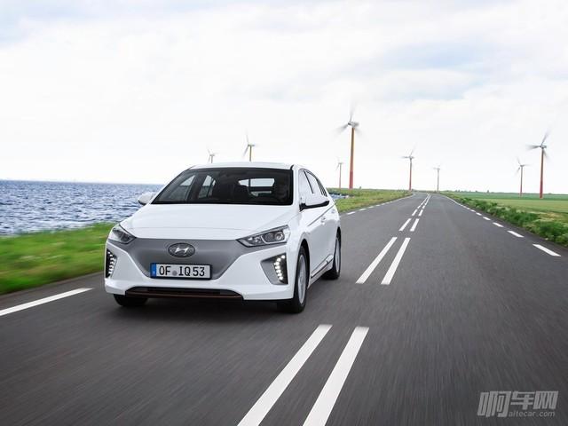 Hyundai-Ioniq-2017-1024-14
