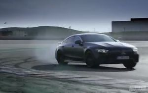 全新梅赛德斯奔驰AMG GT四门版震撼发布 破百速度秒杀E63S